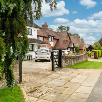 Ruislip Street - Flagstone drive
